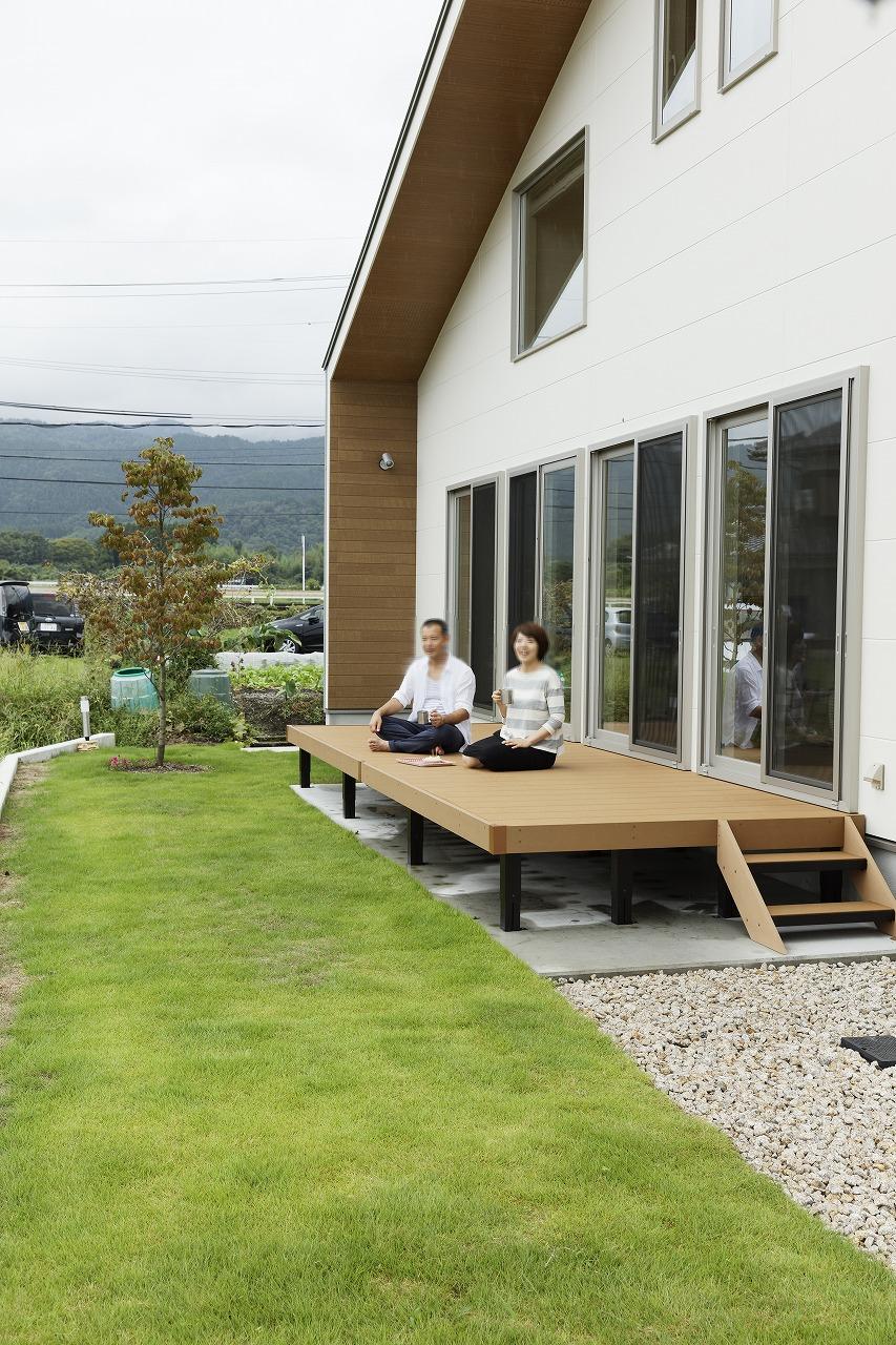 田園風景を取り込んで庭を楽しむ家