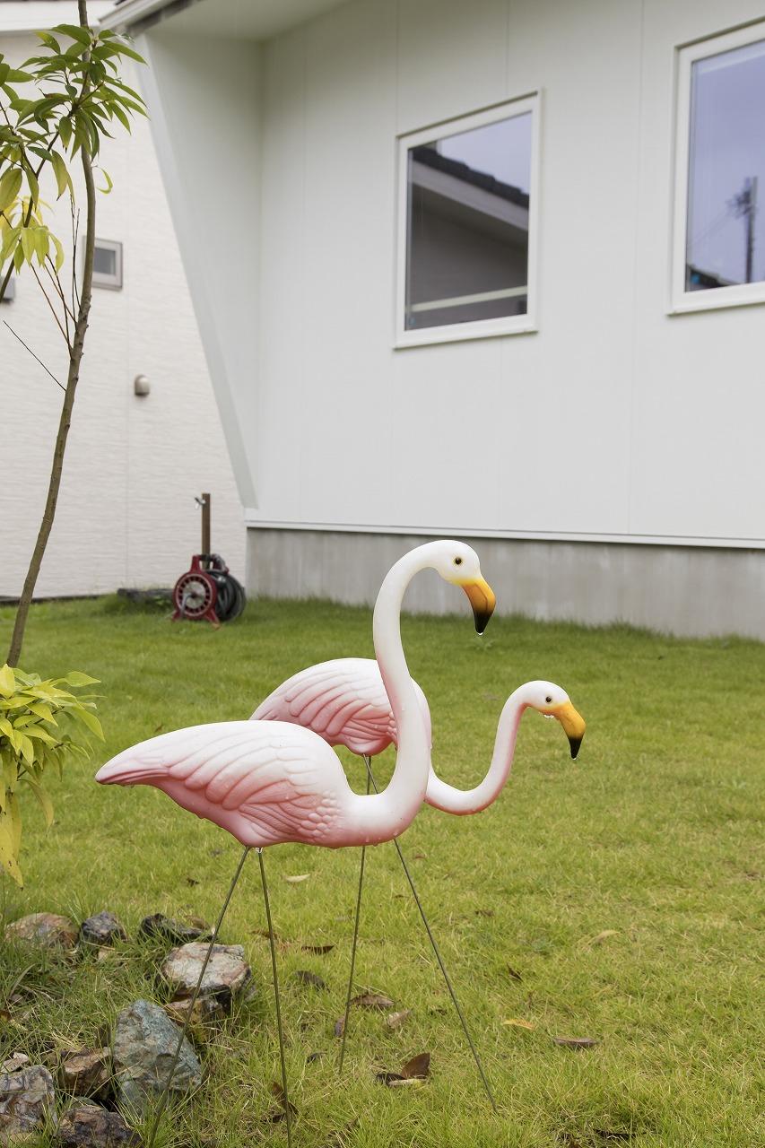 隣家とほどよい距離感を保つ「くの字型」の住まい
