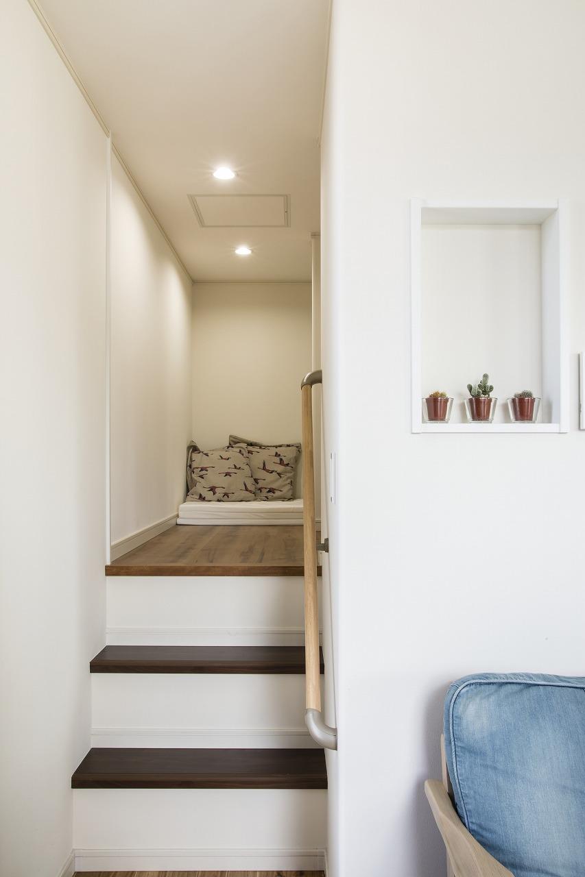 傾斜地を生かし周囲を気にせず眺望を楽しむ家
