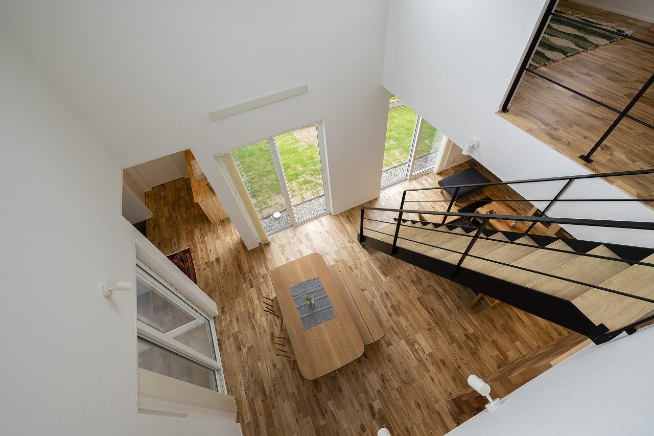 階段が見せ場の伸びやかなLDK