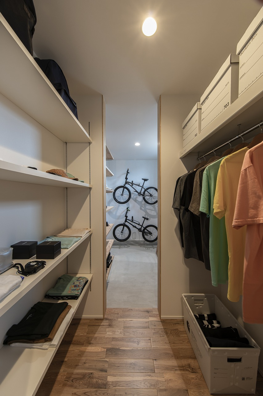 BMXライダーが愛車とともに暮らす家