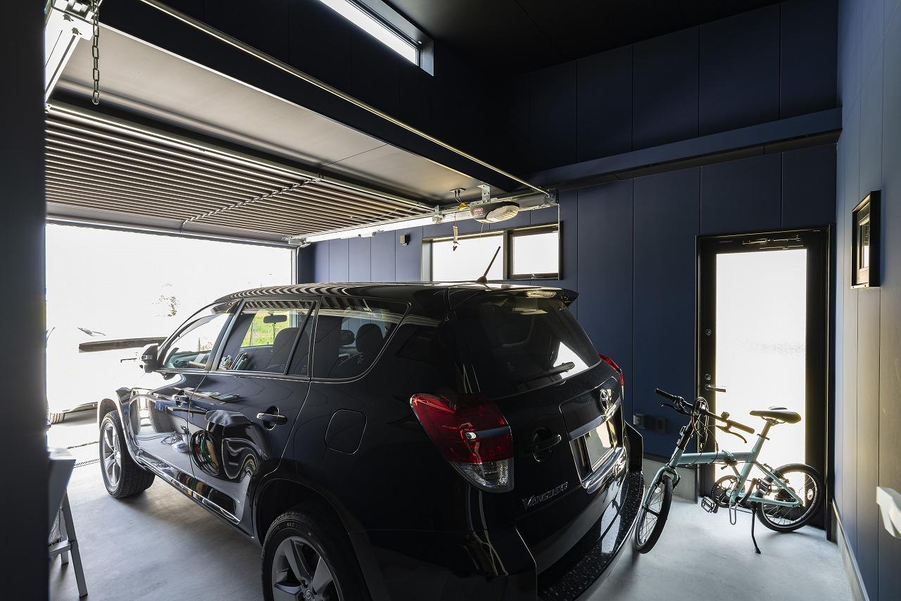 車好きの夢が詰まったビルドインガレージの家