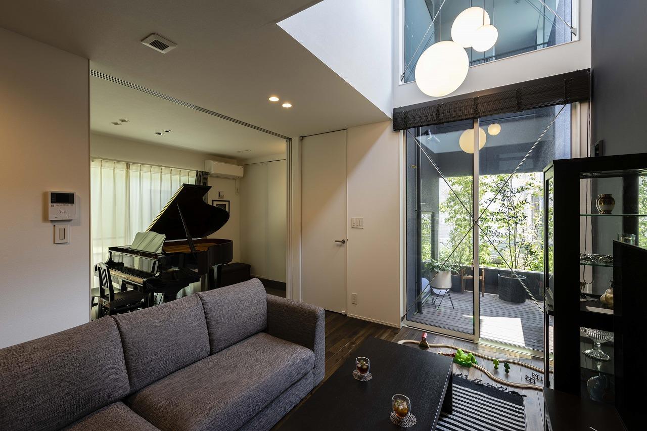 緑に癒される。ピアノと暮らしが共存する家