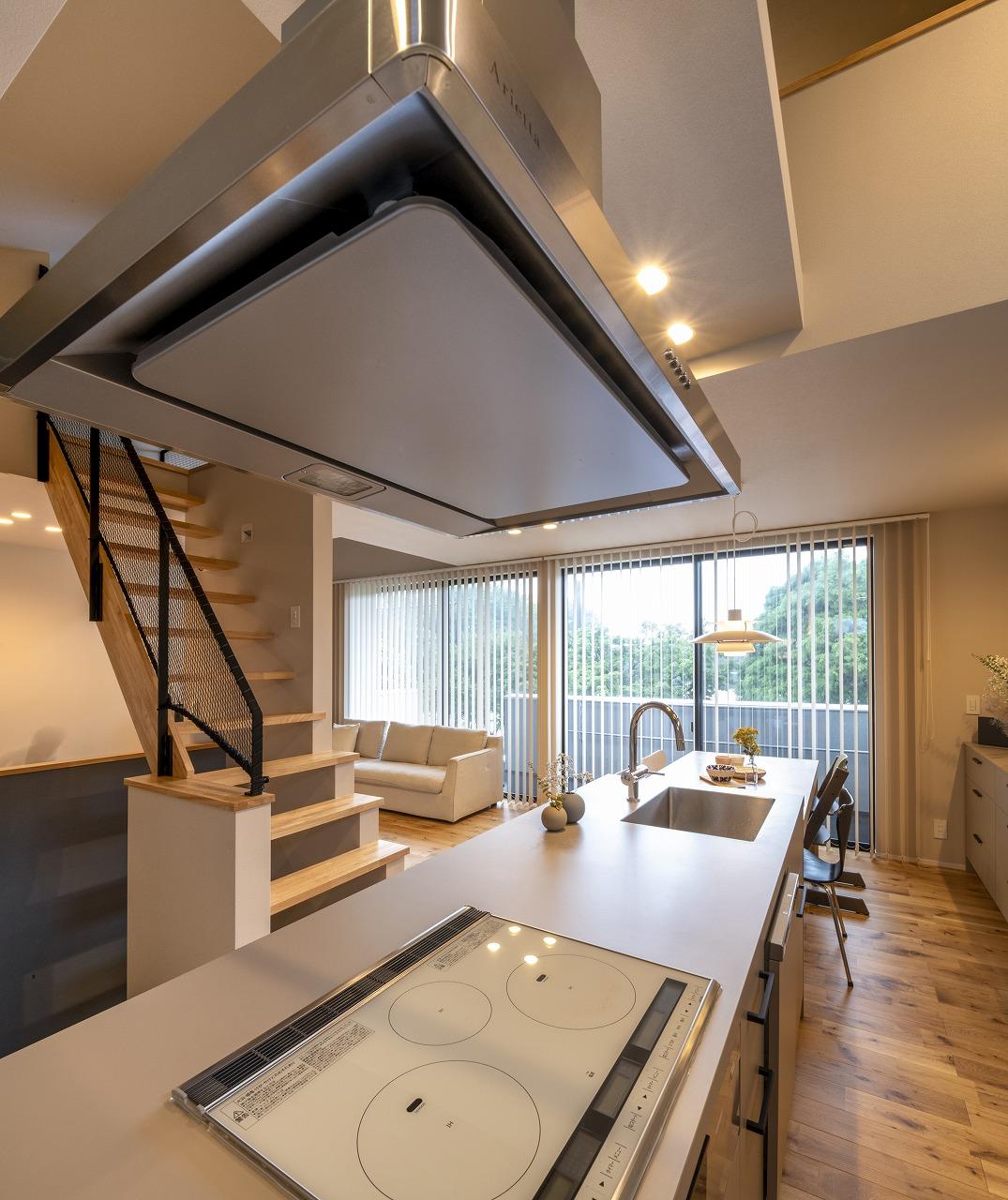 キッチンから家族を見守る「2階リビング」の家